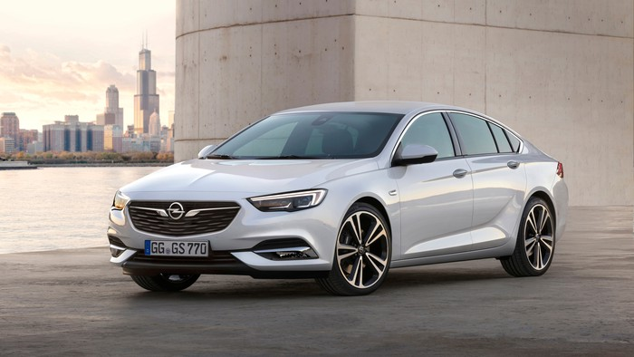 A white 2018 Opel Insignia sedan.