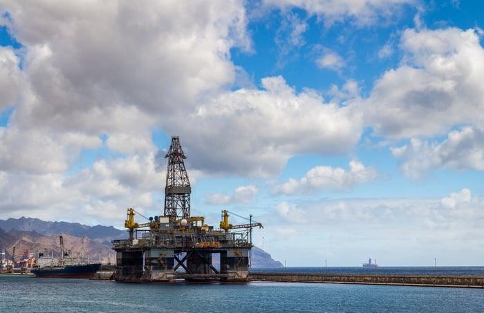 Offshore oil rig leaving dock