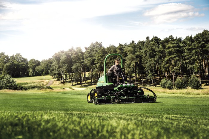 Deere's machinery for trimming golf fairways