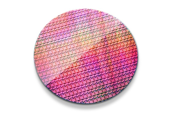 A wafer of Intel server processors manufactured in the company's 14-nano technology.