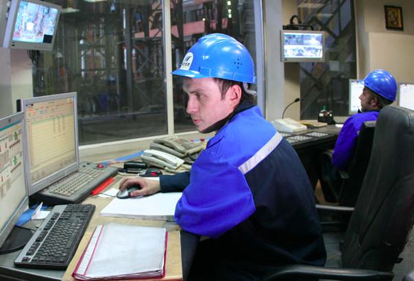 An image of Mechel OAO employee.