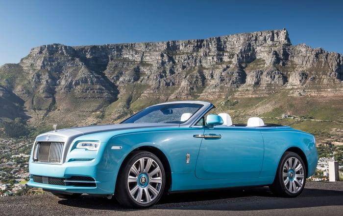 A robin's-egg blue Rolls-Royce Dawn 2-door convertible.