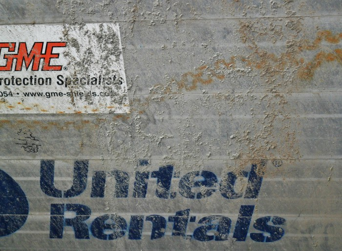 The United Rentals logo painted on a wall
