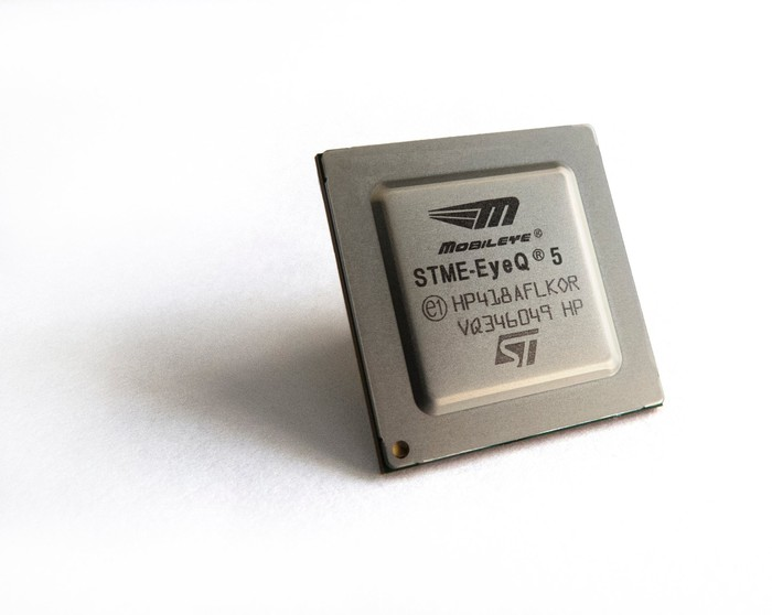 This image shows a Mobileye EyeQ computer vision chip for self-driving cars.