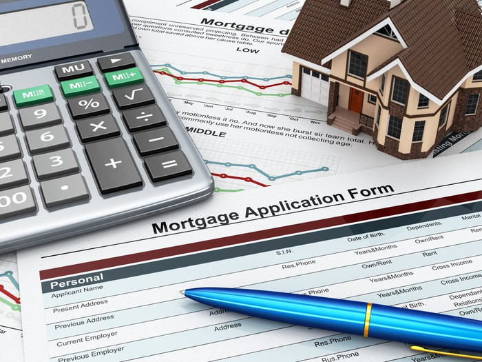 Mortgage application with calculator and model house
