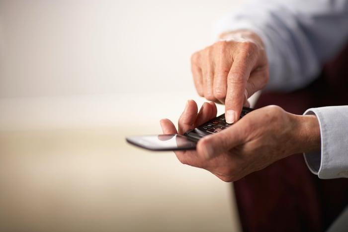 Man holding a flip-phone.