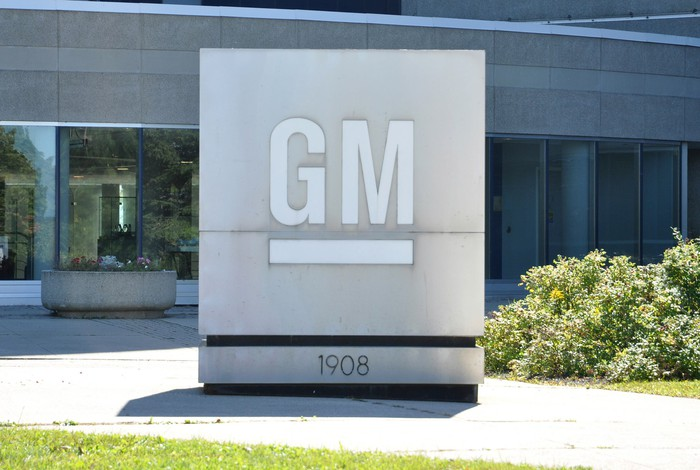 A GM sign in front of the company's headquarters