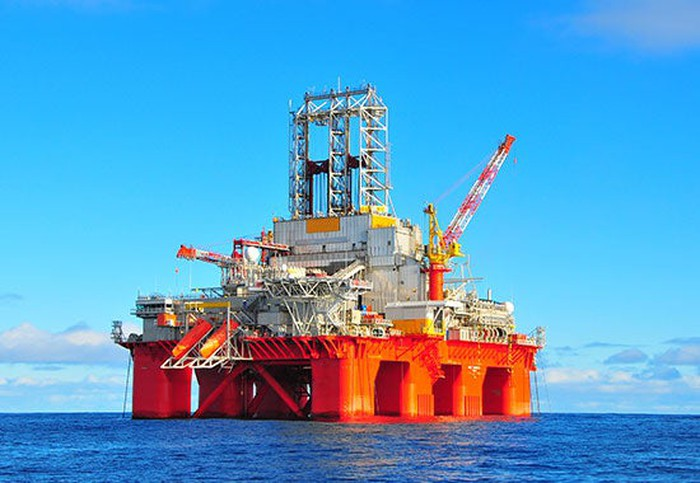 An oil rig in the middle of the ocean