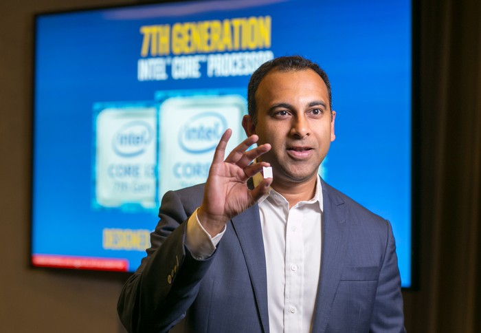 Intel executive Navin Shenoy holding up a seventh-generation Core chip.