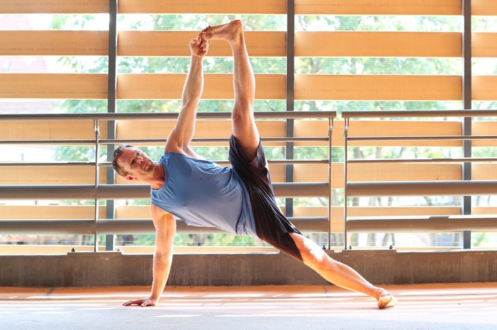 Man practicing yoga and wearing Lululemon clothing.