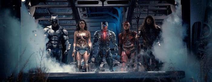Batman, Wonder Woman, Cyborg, Flash, and Aquaman ready for action.