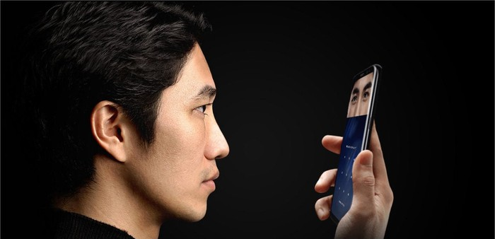 A man uses the Galaxy S8's iris scanner.