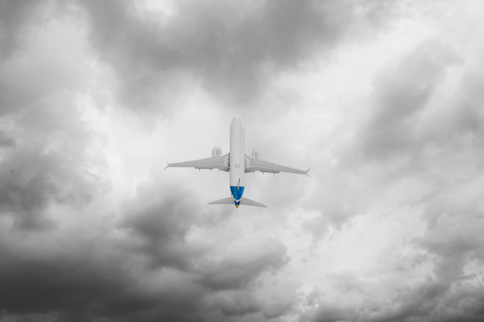 A Boeing 737 MAX in flight using a LEAP engine developed by GE