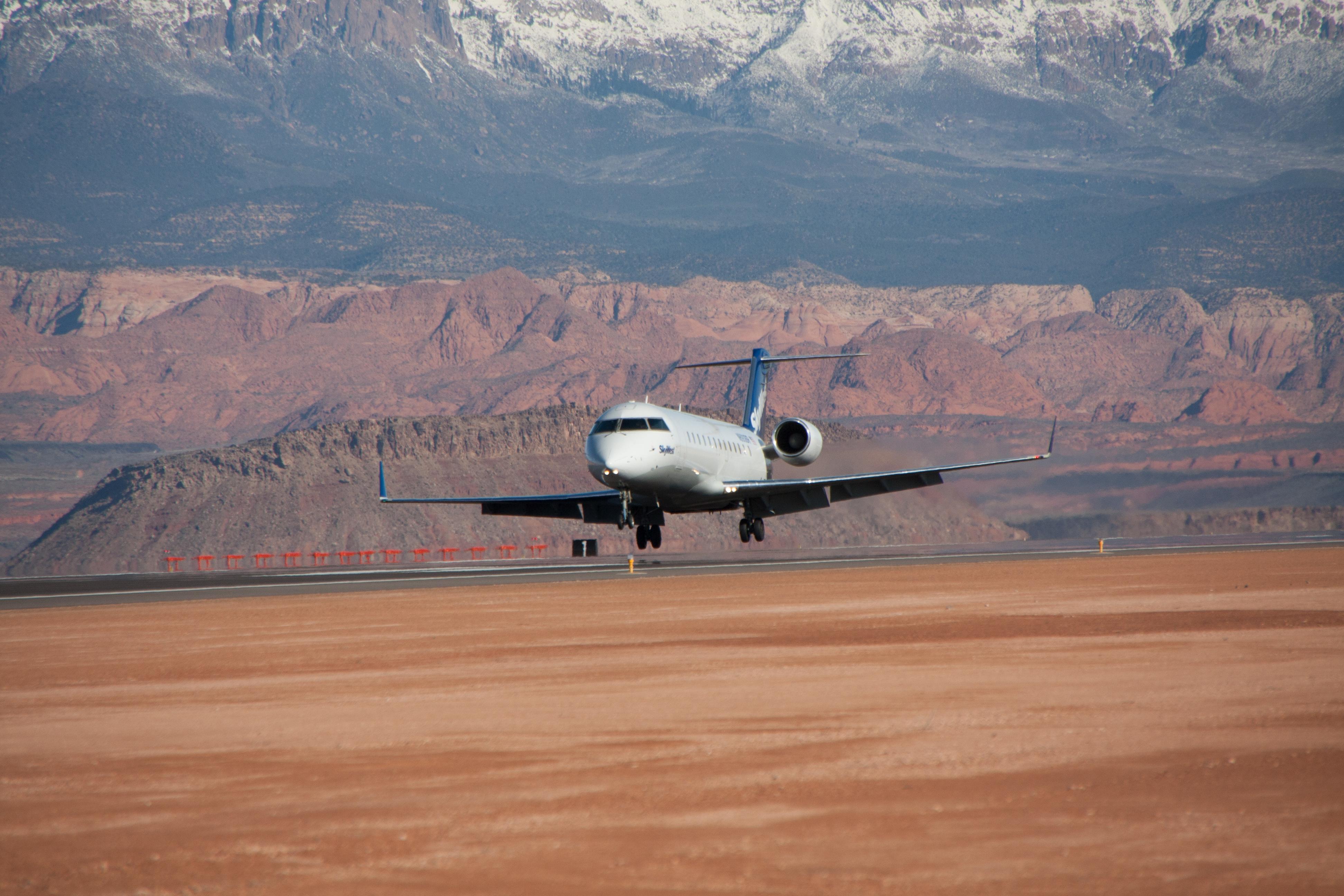 SkyWest aircraft landing.