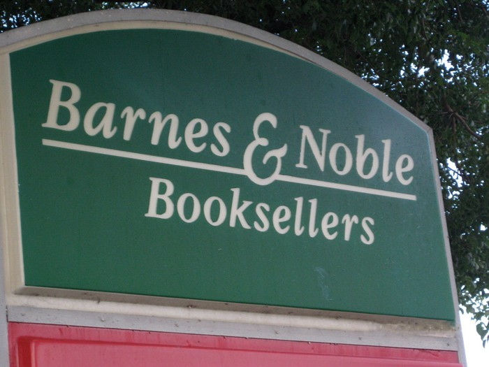 A sign for Barnes & Noble at a store entrance