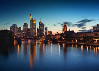 Deutsche Bank shares rise - Frankfurt Skyline