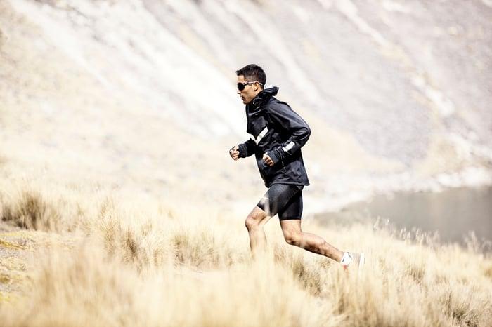 Mexican runner Juan Luis Barrios wearing Garmin wearable technology