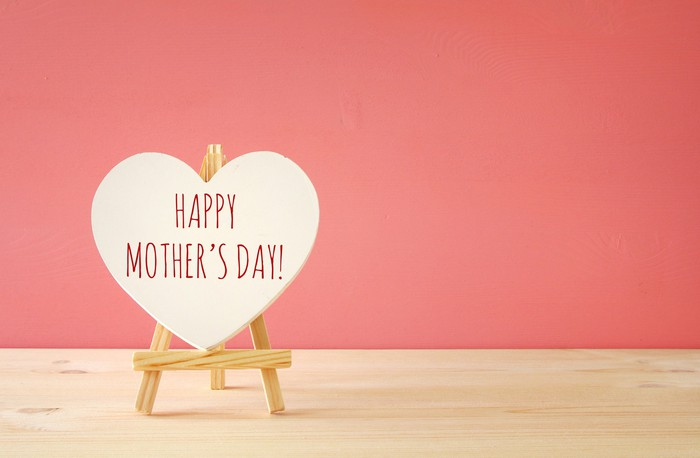 """A heart that says """"Happy Mother's Day."""""""