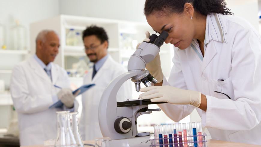 Scientists at a J&J lab.
