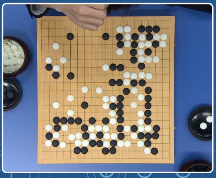 AlphaGo ten-group fight