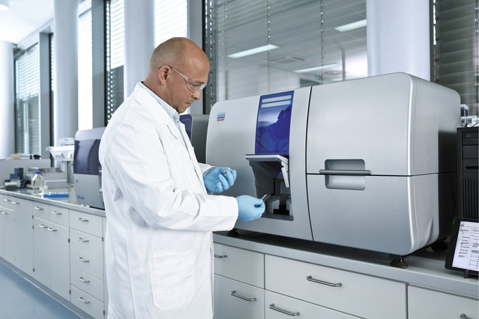 A Qiagen scientist uses an oncology system.