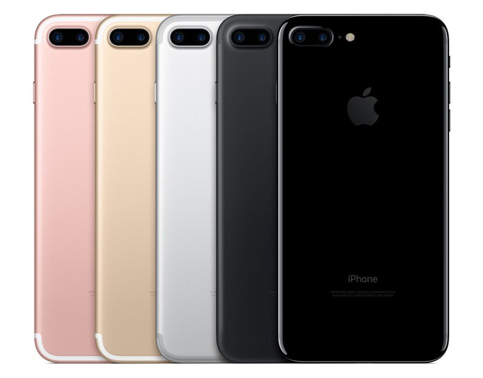 A lineup of 5 iPhone 7-Pluses