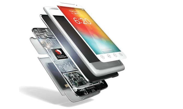A cutaway of a smartphone revealing a Snapdragon chipset inside.