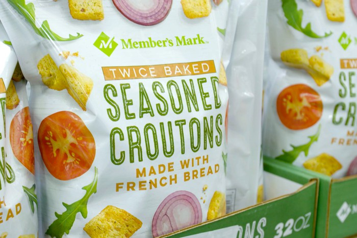 A bag of Member's Mark seasoned croutons
