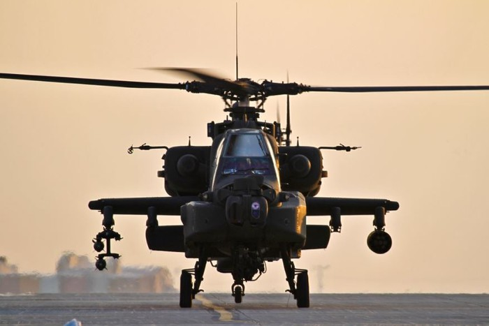 A AH-64 Apache sitting on the ground.