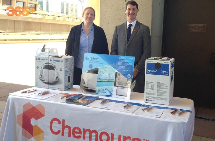 Chemours display table