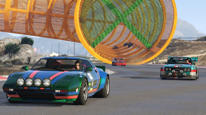 Cars racing in GTA Online: Cunning Stunts.