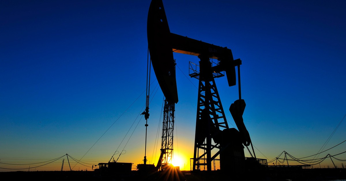 Why Pioneer Natural Resources Investors Should Be Wary of Slumping Crude Prices