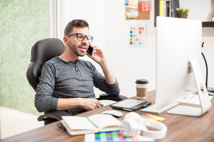Independent contractor answering a call