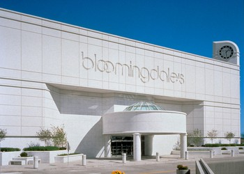 Retail Department Stores Bloomingdales M