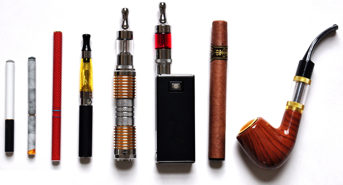 A variety of electronic smoking products, including pens, electronic pipes, and heating cartridges.