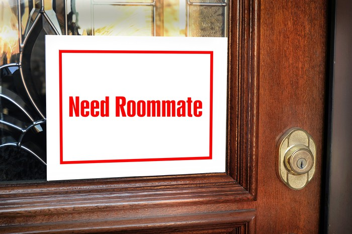 "Sign saying ""need roommate"""