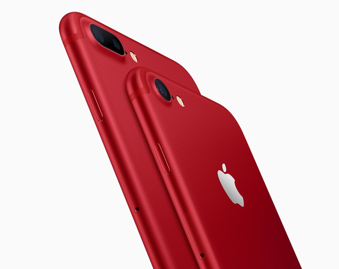 Apple's iPhone 7 and 7 Plus in red.