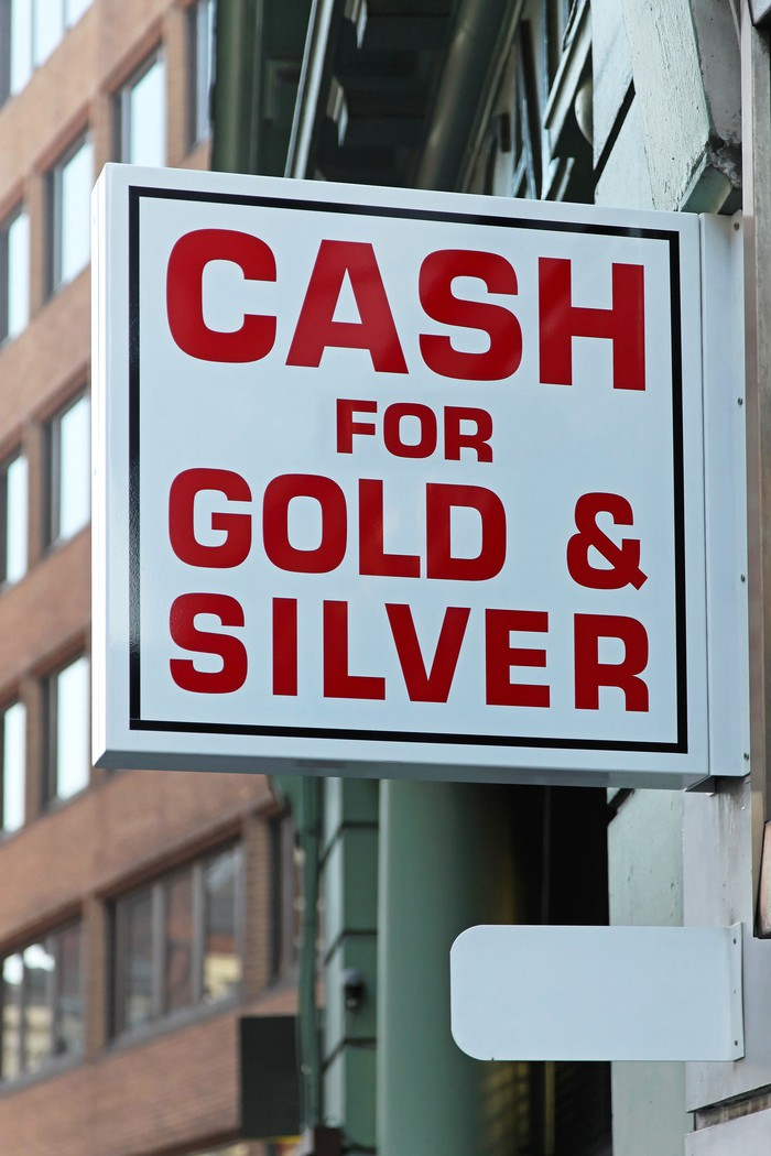 "Sign that says ""cash for gold and silver."""