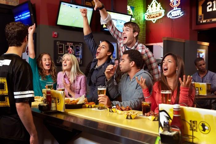 Buffalo Wild Wings customers cheering