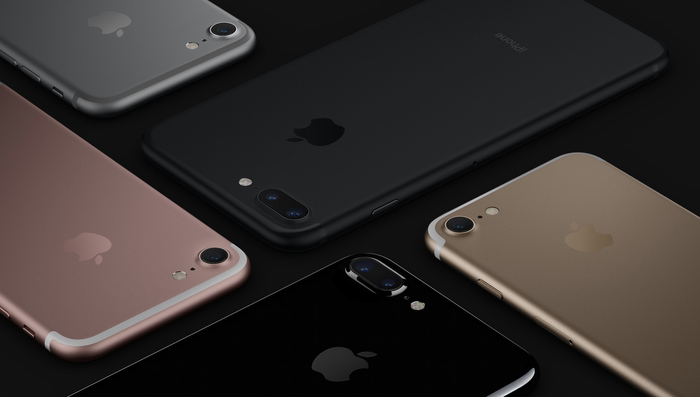 Multiple iPhone 7 devices laying flat
