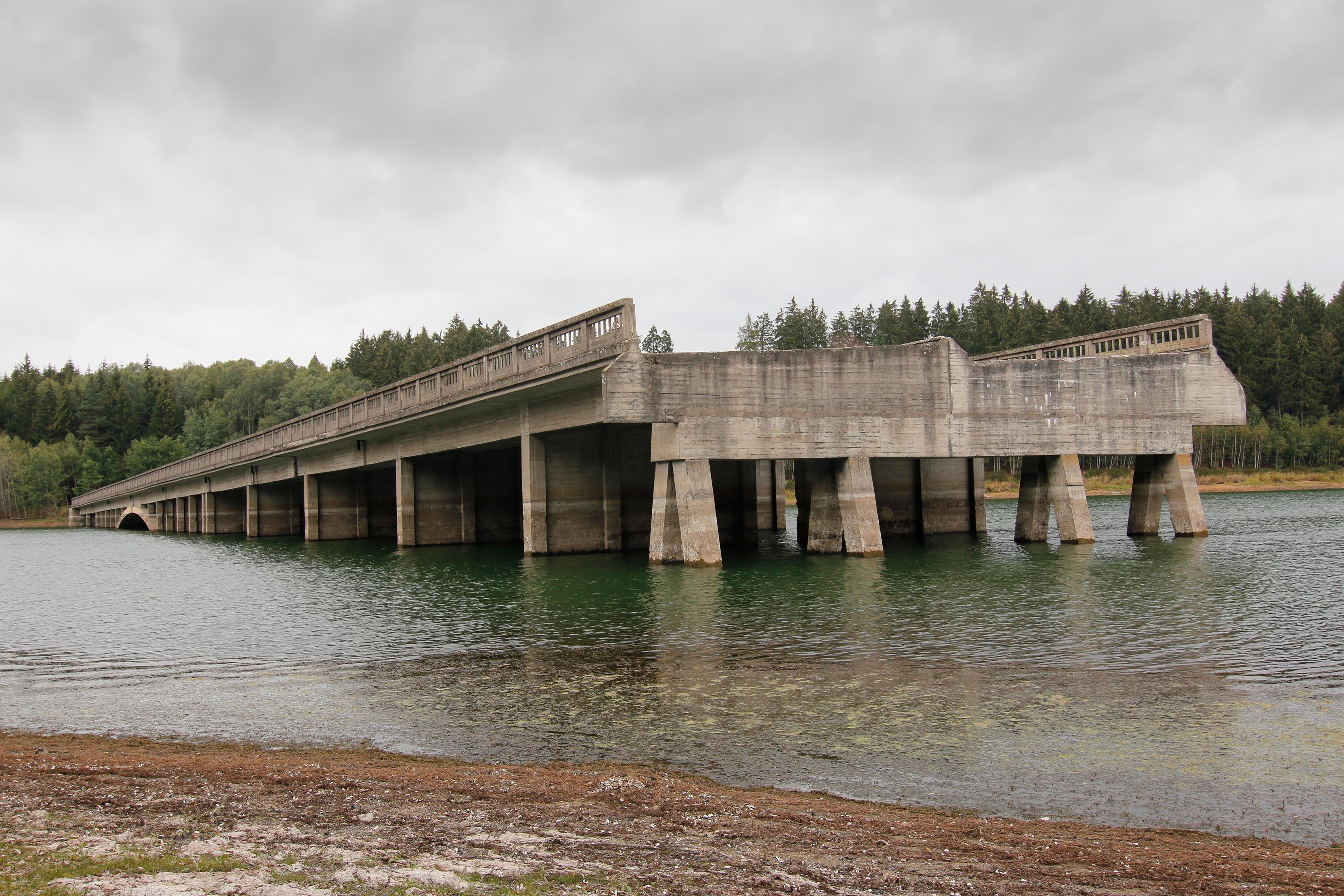 Unfinished bridge stops mid-stream