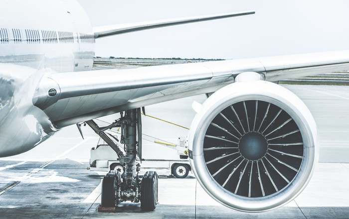 Front view of the left side of an aircraft, highlighting the engine.