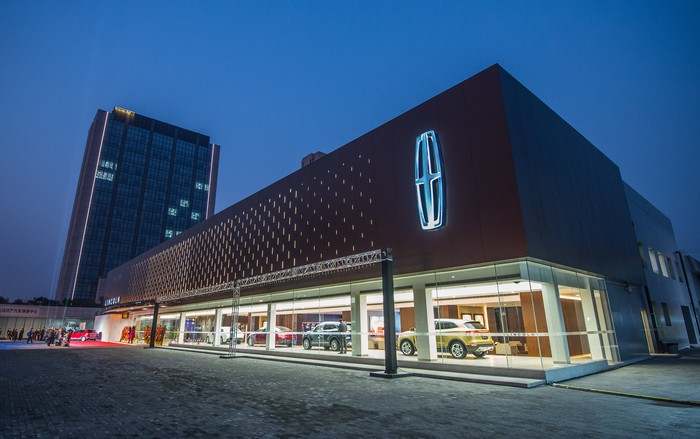A Lincoln dealership in Shanghai, photographed at twilight.