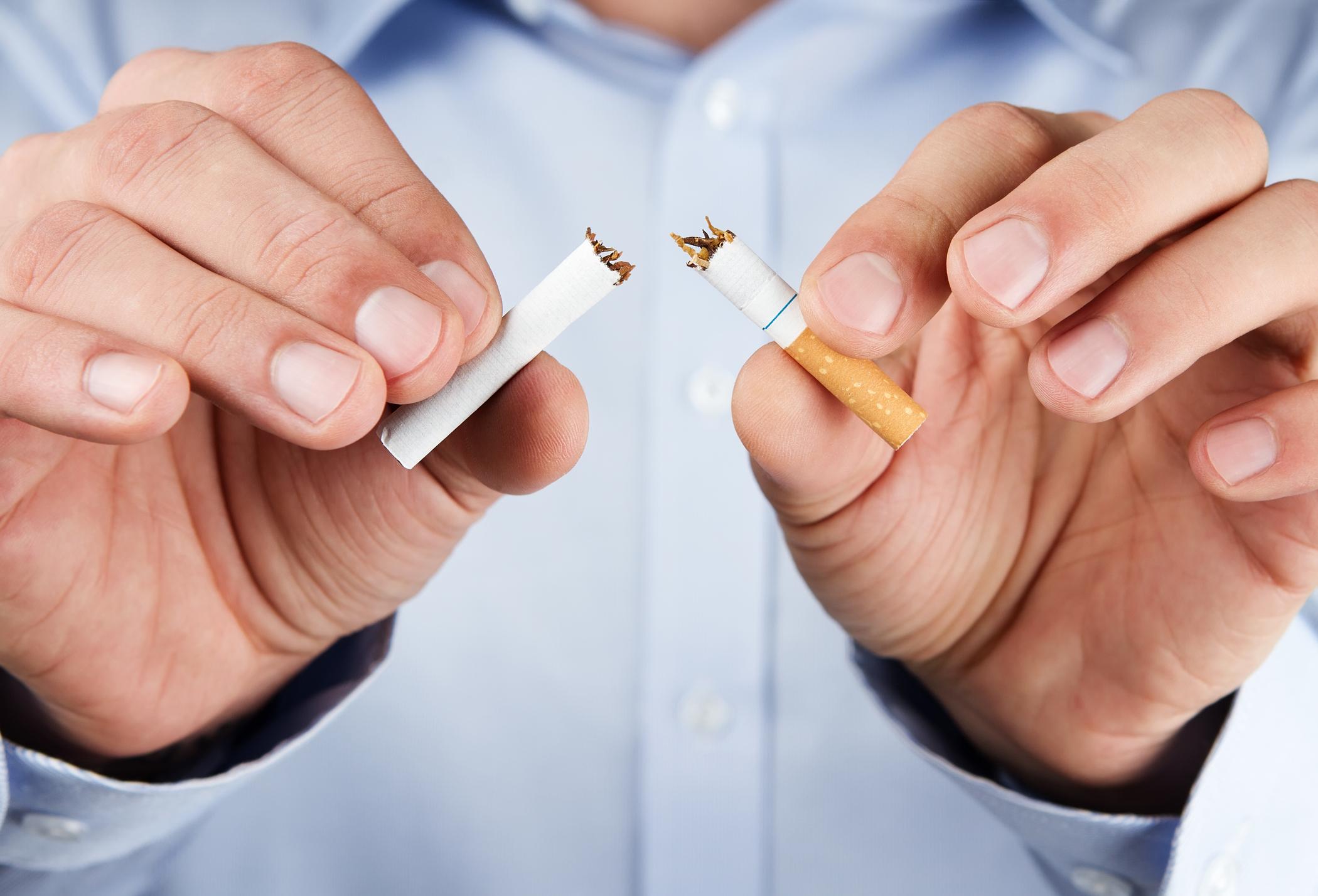 Hands breaking a cigarette