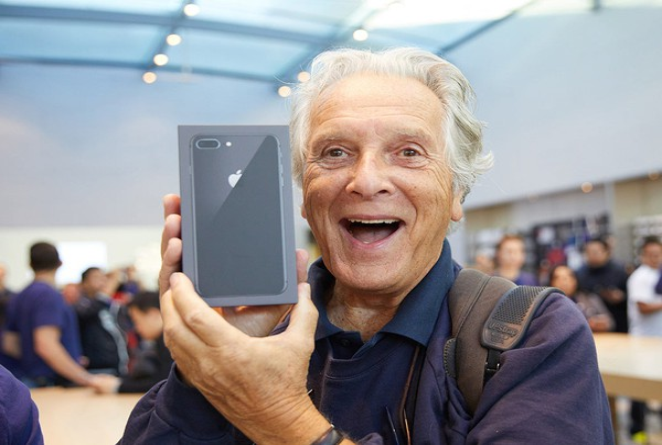 iphone-8-launch-customer