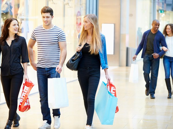 shopping mall friends couple source-getty