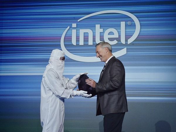 Stacy-Smith-Intel-Manufacturing