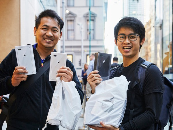 iPhone8-launch-georgestreet-sydney-multiple-purchase