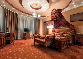 The interior of a classic style luxury hotel room.