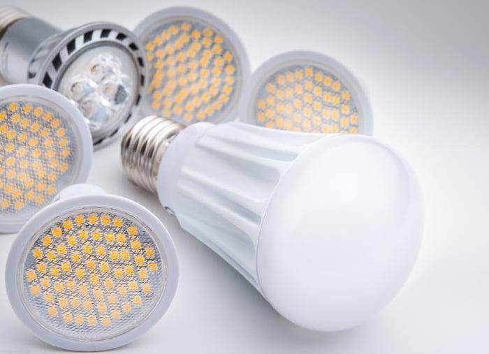 6 LED light bulbs of various types.